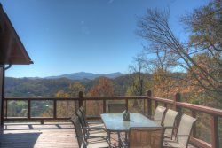 3BR Cozy, Secluded Mountain Log Cabin, Year-Round Views, Exposed Beams, Fireplace, Fire Pit, Wraparound Deck
