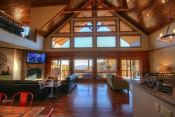 4BRCabin, Minutes to Boone, Blowing Rock, Blue Ridge Parkway, Hot Tub, Pool Table, Big Views, Foosball, Shuffleboard, Ping Pong, Sleeps 14