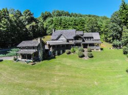 5BR Appalachian Style Log Cabin, Pool Table, Large Flat Screen TVs, 25 Foot Ceilings, Near Linville Falls, Banner Elk, Sugar Mountain Ski Area, Grandfather Mountain