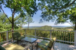 Cute Mountain Cottage close to Downtown Blowing Rock with Multi-Mile Views