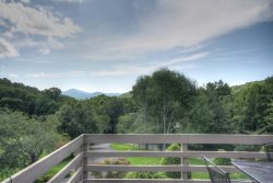 Nicely-furnished and decorated 3BR/3.5BA with Views in Yonahlossee Mountain Resort with Club Privileges near Blowing Rock, Boone, Tweetsie Railroad, and App Ski Mtn!