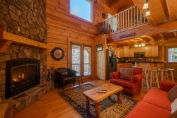 3BR, Central Location, Close to App Ski Mtn, Downtown Blowing Rock and Boone, Hot Tub, Outdoor Fire Pit, Open Floor Plan, Sleeps 9