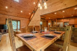 3BR Home, Open Floor Plan, 2 Living Areas, Queen Suite, Flat Screen TV, Granite, Wood Burning Fireplace, Minutes to App Ski Mountain, Blowing Rock, Boone, Sleeps 9