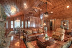 4BR Lodge, 2 Living Areas, 2 Kitchens, Long Range View, Sauna, Hot Tub, Pool Table, Ping-Pong, Flat Screen TV, Leather Furniture, Minutes to Boone, Gas Grill, Sleeps 8, Wood Burning Fireplace