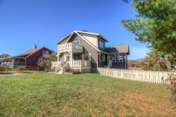 5BR, King Suite, Queen Suite, Long Range Views, 2 Jacuzzi Baths, Flat Screen TVs, Foosball Table, Gas Grill, Flat Yard, Minutes to Appalachian Ski Mountain, Blue Ridge Parkway, Blowing Rock, Boone, Sky Valley Zip Lines