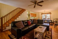 3BR, Minutes to App Ski Resort, 2 King Beds, Wood-Burning Fireplace, Flat-Screen TV, Bunkroom, Wii Gaming System, Close to Blue Ridge Parkway, Grandfather Mtn, Boone, Blowing Rock, Tweetsie Railroad, Moses Cone Manor