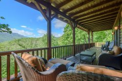 4BR, Grandfather Views, 6 Flatscreen TVs, King Suite with Jacuzzi Tub, Granite, Stainless, Stacked Stone Fireplace, Game Loft, Pool Table, Shuffleboard, Media Room with Dry Bar, Close to Boone, Banner Elk, Sugar Mtn, Valle Crucis, Hawksnest Snow Tubing