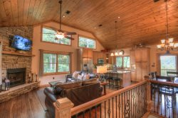 4BR Upscale Mountain Chalet with Views, Game Room, HDTVs, King Master Suite, Convenient to Boone and Blowing Rock