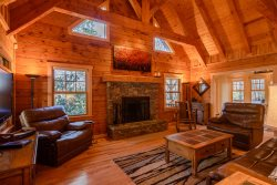 Cozy Cabin in the Woods on a Mountain Creek, Centrally-located close to Grandfather Mtn, Hiking Trails, Skiing and more!
