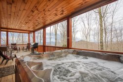 3BR Timber Style Cabin, Hot Tub, Foosball, Pool Table, Leather Furniture, Granite Counters, Flat Screen TVs