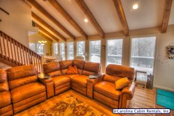 Newly Updated 5 BR Home, Virtually Slopeside on Beech Mountain, Sleeps 15, Hot Tub