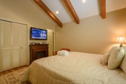111 Skiway Master King Suite with Private Bath