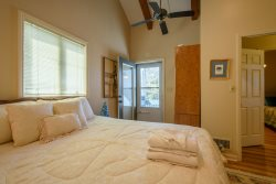 111 Skiway Upstairs Double Bedroom Sleeps 4