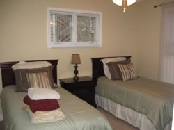 Hawks Peak Twin Bedroom with Full Bath accessed from the Bedroom