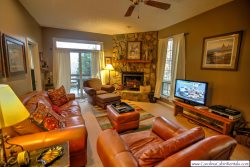 2BR Cozy Condo at Yonahlossee, Near Blowing Rock & Boone!, Wood Burning Fireplace, Flat Screen TV, Fully-Stocked Kitchen, Main Level Master, Club Privileges