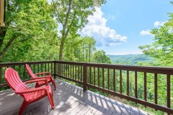 Perfect Mountain Getaway with Hot Tub, Pool Table, Open Floor Plan, Just Off the Parkway in Blowing Rock