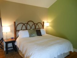 1BR Charming Inn Room at Yohahlassee Resort, Convenient Location Near Downtown Blowing Rock and Boone (Room 556)