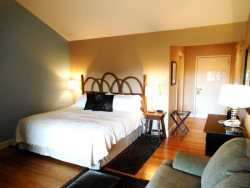 1BR Charming Inn Room at Yohahlassee Resort, Convenient Location Near Downtown Blowing Rock and Boone (Room 558)