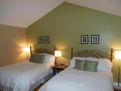 1BR Charming Inn Room at Yohahlassee Resort, Convenient Location Near Downtown Blowing Rock and Boone (Room 557)