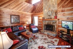 3BR Log Cabin, King Bed, Leather, Flatscreen TV, Wifi, Ping Pong, 5 Minutes to Boone, Close to Attractions, Mountain Valley Views, Great Decks