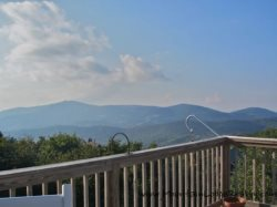 5BR, Breath Taking Views, Hot Tub, Ping Pong, Pool Table, Central Location
