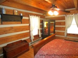 Trailhead Cabin Queen Bedroom on Main Floor