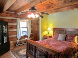 Trailhead Cabin bedroom 2 on main floor