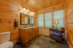 Valle Crucis Overlook Master King Suite with Great Views