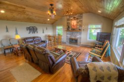 Fantastic 5BR With Forever Views, Pool Table, King Bed, Leather Furniture, Foosball, Between Boone and Blowing Rock