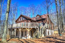 5BR Log Cabin on Beech Mountain, Wall of Windows, Large Deck, 5-10 Minutes to Ski Slopes, Ice Skating, Near Hiking, Mountain Biking, Sledding
