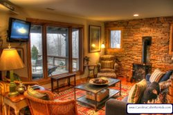 Sleeps 5, Antiques, Art, Gas Wood Stove, Hammock, Grill, 5 minutes to Boone, Blowing Rock, Appalachian Ski Mountain, Tweetsie Railroad, Flatscreen TV, Cable