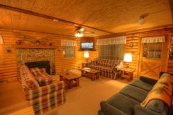 3BR Cabin on Sugar Mountain, Less Than a Mile to Slopes, Right on Sugar Mountain Drive (Good Access), TVs in All Bedrooms, Cable, Wifi Internet, Gas Barbecue Grill