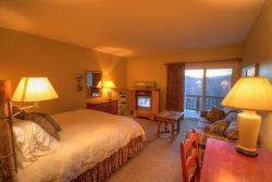 1BR Charming Inn Room at Yonahlossee Resort, Convenient Location Near Downtown Blowing Rock and Boone (Room 552)