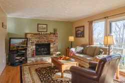 3BR Mountain House With Hot Tub, 2 King Beds, Seasonal Views, Close to Banner Elk, Boone