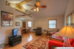 A Little Piece of Heaven 2 minutes to Blowing Rock, AppSki Mountain, Foosball, Grill, Adjacent to Blue Ridge Parkway, Spacious Kitchen, Flat Screen TV, Gas Fireplace