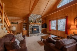 3BR, Long Range Views, Hot Tub, Open Floor Plan, Central Location, Close to Attractions, Great Views of Grandfather Mountain, Stone Fireplace, Second Living Area on Lower Level