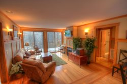 4BR/3BA Mountain Contemporary Chalet on Beech Mtn, 1 Mile (3 mins) to Ski Slopes, Gas Log Fireplace, Sauna, New Hot Tub!