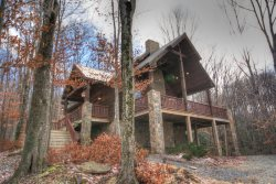 Awesome 3BR / 2BA Cabin on Beech Mountain, Hardwood Floors, Leather, Granite, Designer Decor, Outdoor Fireplace on Covered Deck