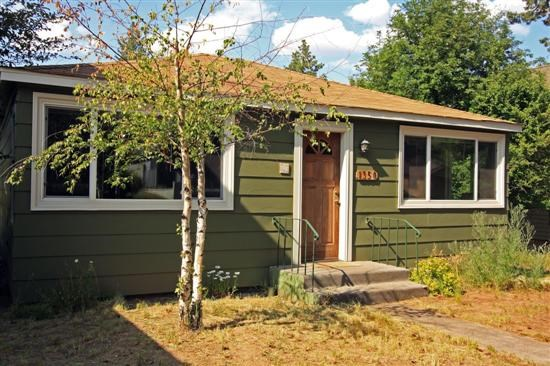 Pet friendly downtown bend oregon vacation rentals easy for Bend cabin rentals