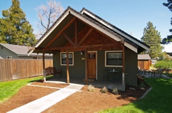 Drake Cottage, 1920 Bungalow Bend Oregon Vacation Rental Sleeps 8 Pet Friendly