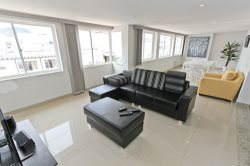 Remodeled Spacious 3 Bdr 2 Bath Penthouse. in Copacabana - Posto 5