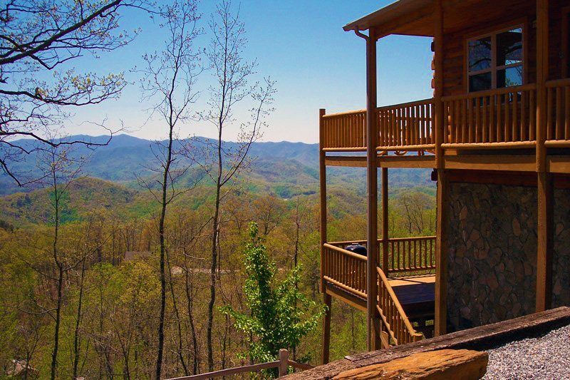 Above the trees pet friendly bryson city cabin rental for Smoky mountain nc cabin rentals