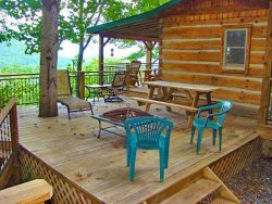 Bear Hug Cabin - Romantic Cabin 4 Miles from Town with Hot Tub and Great View