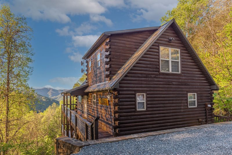 Sun eagle lodge bryson city cabin rentals hot tub for Smoky mountain nc cabin rentals