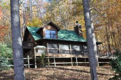 Whispering Woods � Large Log Cabin in the Trees, Main Floor Bedroom � Wood Burning Fireplace � Screened Porch, Outdoor Firepit & Wi-Fi
