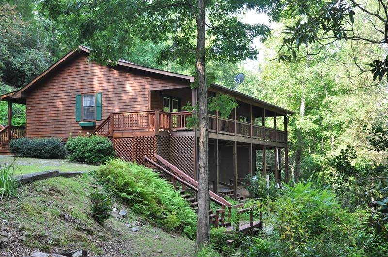 Creek front rental cabin 20 minutes from harrahs cherokee for Cabin rentals near hiking trails