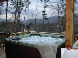The Sparkling Hot Tub with Mountain View