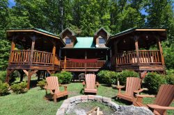 A Wilderness Hideaway - Delightful Rental Just 10 Minutes from Casino with Amazing View, Hot Tub, 2 Gas Fireplaces, and Upgraded Firepit