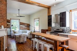 Blue Bungalow:: Renovated 1890`s Farmhouse, close to UVA and Downtown.