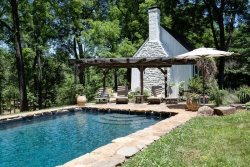 Fieldings Cottage :: Guest House in Ivy with private pool and private lake